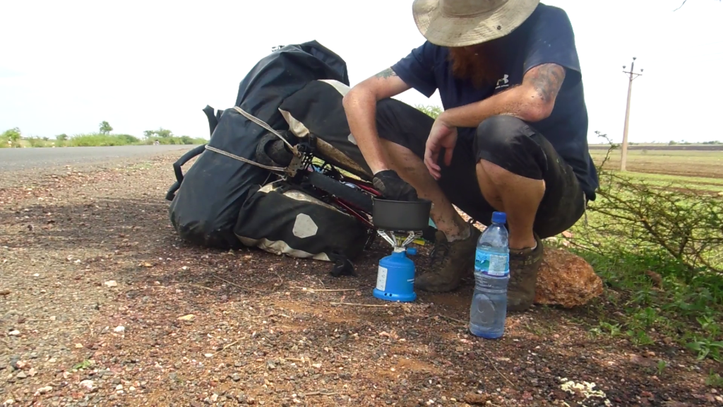 It had been a long time since possible to cook up some lunch on the roadside. I'm not sure why this was so exciting though as it meant back to 2 minute noodles!